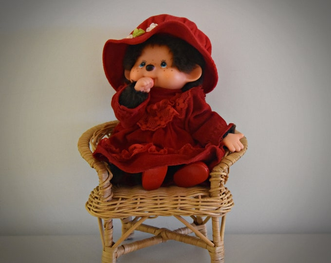 Very nice vintage Monchhichi ± 21 cm / Girl / + original red festive outfit and shoes / #84 / Sekiguchi Japan / 1974