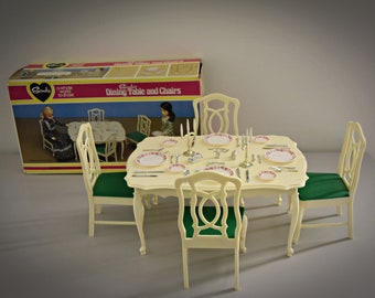 Vintage Sindy Pedigree Dinning Table and Chairs + accessories / in original box / no 44582