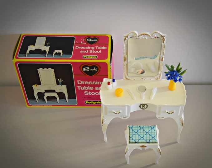 Vintage Sindy Pedigree dressing table and stool + accessories / 44505 / original box / 1975 / Scenesetter