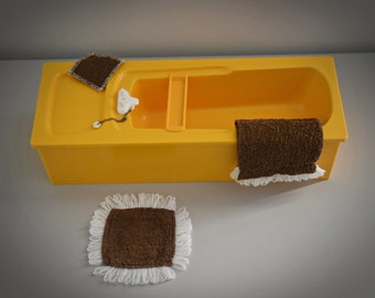 Vintage Sindy Pedigree Bath, Mat &Amp; Towels / Bathroom Furniture by Sindy doll / #44540 / Orange Plastic / Collectors Item