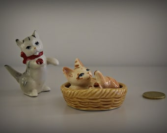 Set of 2 cute vintage miniature kittens figurines/pussy/cat/kitten/porcelain