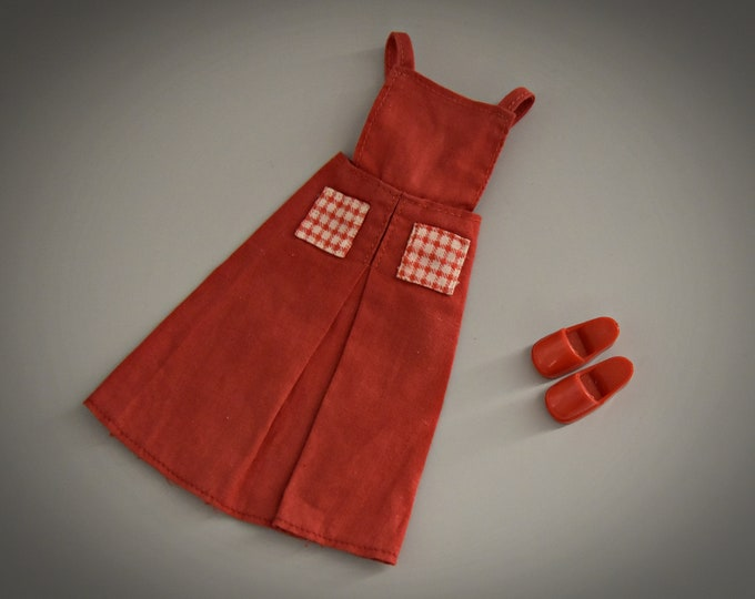 Beautiful red vintage dress by Sindy Pedigree + matching red slipper # 44075/Gingham Girl/1980