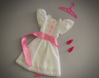 """Beautiful vintage dress My First Barbie fashions / #1875 / 1984 / Mattel / + matching pink """"high heels"""" and coat rack"""