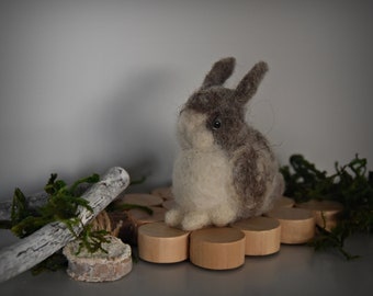 Handmade needle felt bunny/miniature/small rabbit/Mini sculpture/pets/Brown-White