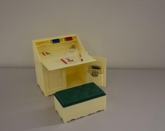 Vintage Sindy Pedigree writing desk / Secretary vintage table / Cabinet desk / 1983 / # 44512 / + original accessories / Collectors item
