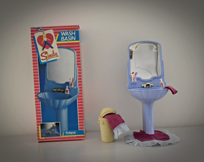 Vintage Sindy Pedigree Wash Basin , Mat & Towels + Accessories/ Bathroom Furniture Sindy #44529 / NRFB / Blue Plastic / 1985 / Complete