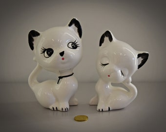 Set of 2 cute vintage cats figurines/porcelain/white/cat lover Gift