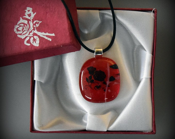 "Glass pendant with decal ""The Rose""/Glass jewel/Red/Valentine"