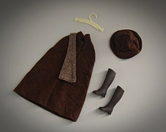 Beautiful vintage outfit Sindy Pedigree Autumn Days /# 44130 / Cape + hat + matching brown boots and coat rack / 1983