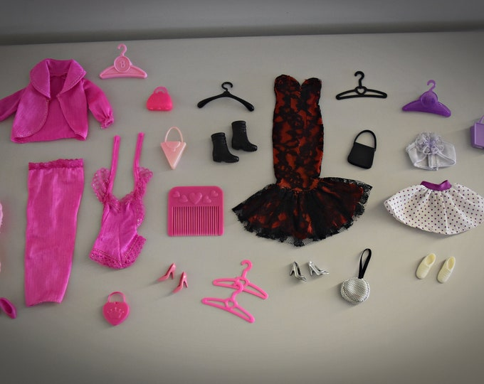 Beautiful lot vintage outfits Barbie + accessories - mix of different vintages...