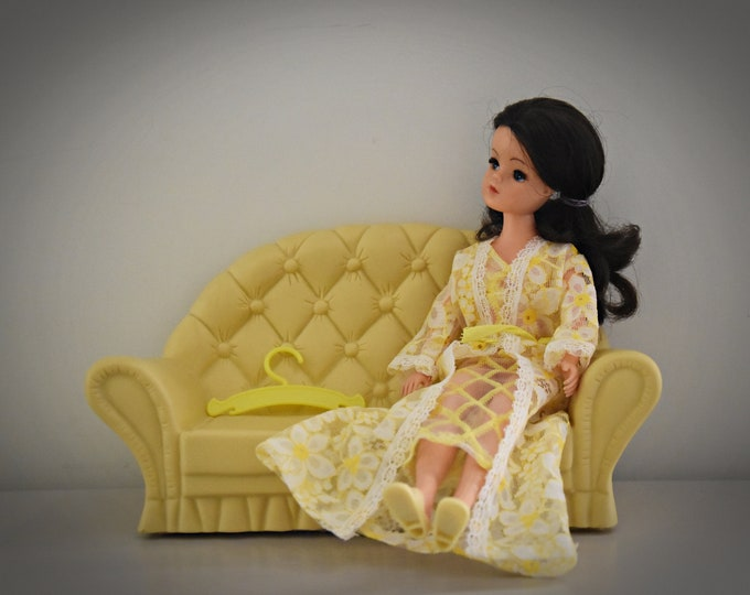 Vintage outfit Sindy Pedigree Dreamy Lace + matching sandals and coat rack / #44282 / 1976