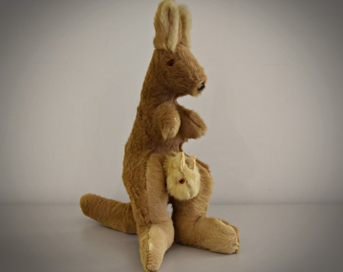 Vintage Kangaroo with Joey/kangaroo fur/stuffed with straw/Australia/60s