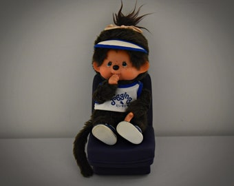 Very nice vintage Monchhichi ± 23 cm/Sekiguchi Japan/sporty shirt + matching hat and accompanying shoes