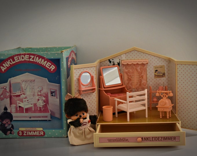 Monchhichi Dressing Room - Ankleidezimmer / Sekiguchi 1974 / Made in Japan + Accessories / Original Box / 510-128