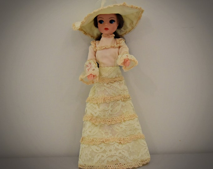 Vintage outfit Sindy Pedigree Royal Occasion/1977/Gorgeous dress + matching hat/Collectors item