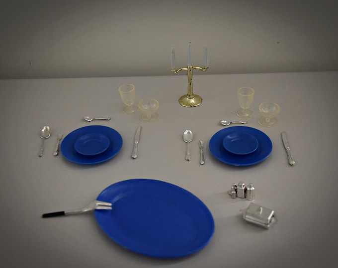 21 x Mini Vintage Accessories Sindy Pedigree Dinning Table #44527 / Beautiful Addition Collection Sindy / Miniature / 1976 / Scenesetters