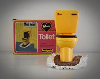 Vintage Sindy Pedigree Toilet + corresponding toilet mat # 44551 / original box / Bathroom furniture from Sindy doll