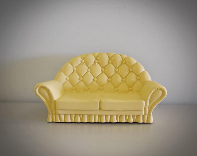 Vintage Sindy Pedigree Settee / luxury chair / Sindy / Art. no. 44518 / beige