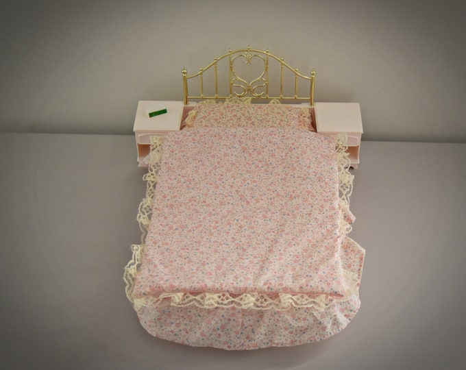 Vintage Sindy Pedigree bed with bedside tables + bedline/luxury bed/bedroom furniture/Made in England/#44210-002/80s