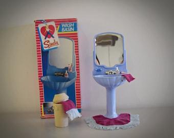 Vintage Sindy Pedigree Washbasin , Mat & Towels + Accessories / #44529 / Light Blue Version in Shell Shape / Plastic / 1985