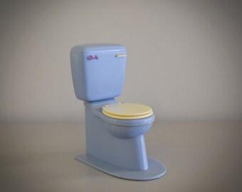 Vintage Sindy Pedigree Toilet / # 44553 / Bathroom furniture from Sindy / Lichblue plastic