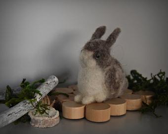 Handmade needle felt bunny/miniature/small rabbit/Mini sculpture/pets/Brown-White