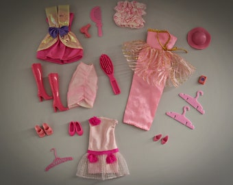 """Beautiful lot Vintage Outfits Barbie + Accessories/Years ' 80/Mattel/theme """"Pink"""""""