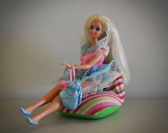 Beautiful vintage Barbie doll / Mattel / 1966-1976 / + matching frivolous dress and accessories / China