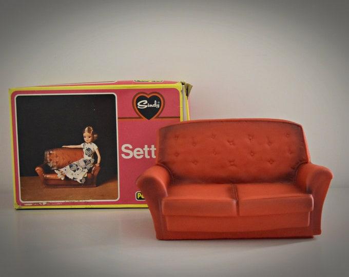 Vintage Sindy Pedigree red Settee in original box /luxury seat / Sindy / Art. No. 44522