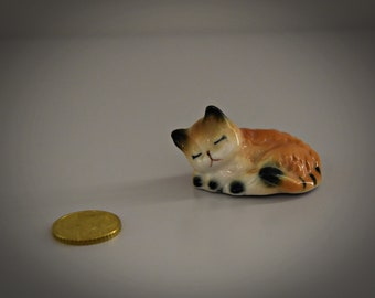 Sleeping and sweet Miniature vintage cats figurine/cat figurine/Cat lover gift/Kitty
