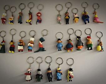 Vintage keychains / theme Flipje Tiel / De Betuwe / 60s / set of 25 pieces / plastic