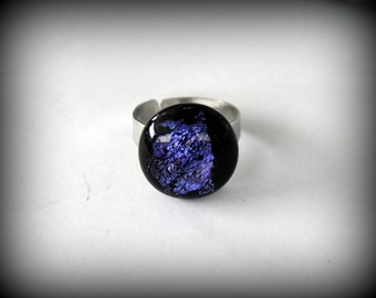 Adjustable dichroic glass ring-glass jewel