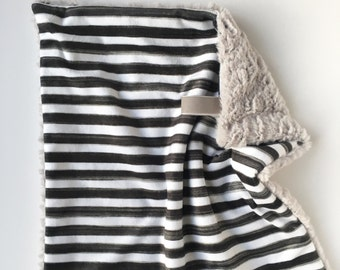 BLACK + WHITE STRIPE >> baby boy blanket, baby girl blanket, soft cuddle blanket, minky blanket, stroller blanket, faux fur blanket, playmat