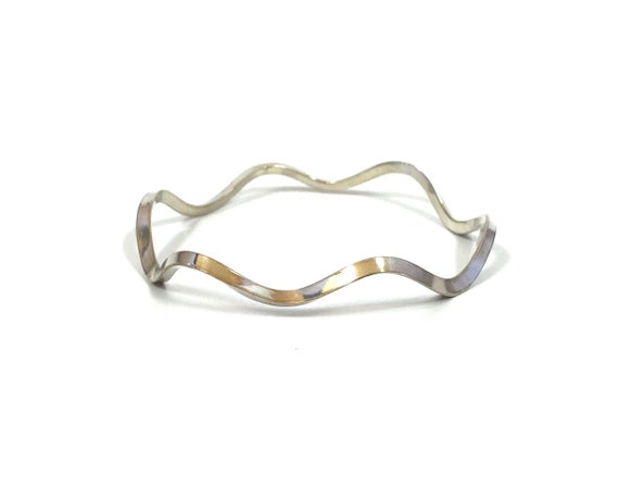 Sterling Wavy Triangle Wire Bangle