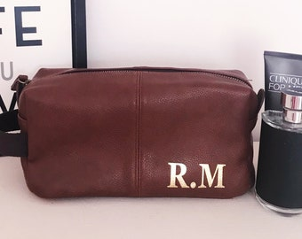 615da0539fef Mens Personalised Traditional Wash Bag, Toiletries & Grooming Bag - Perfect  for Birthdays and Fathers Day and Gents Gifts - 2 Colours