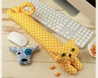 Straight Stitch Society Desktop Pets Wrist Rest Pattern - Cat & Dog Pattern Kit