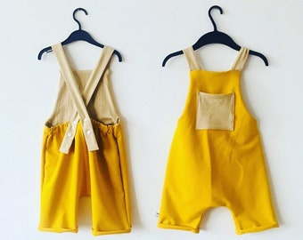 Short dungarees with bag and cardboard hem - mustard yellow - size 110/ 116