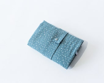 Washable wrapping pad with pockets for on the go - green grey - dots