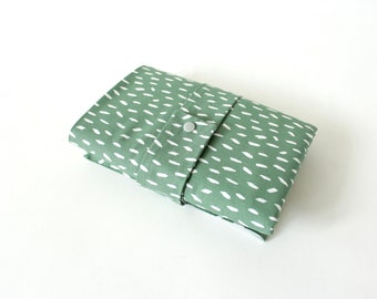 Washable changing mat for on the go - Abstract - eucalyptus
