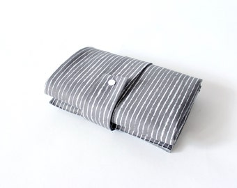 Washable wrapping pad with pockets for on the go - stripes - grey