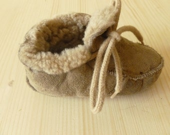 Baby leather slippers.  Size 20-21., US 4-5