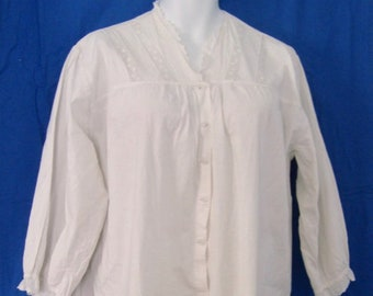 EUC Antique Vintage Early 1900's Hand Made Women's Long White Cotton Night Gown or Nightdress w Lace, Eyelet & Pin Tuck Bodice