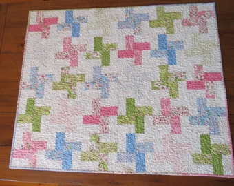 Baby Quilt - Pink, blue and green pinwheels