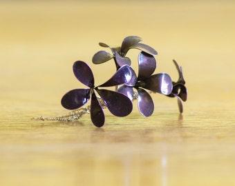 Flower arrangement made of wire