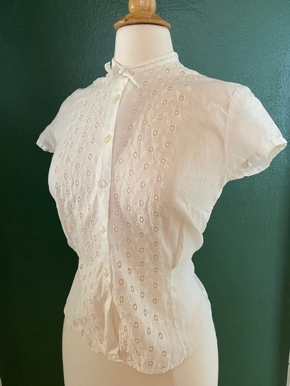 vintage 1950s white button up cotton embroidered e