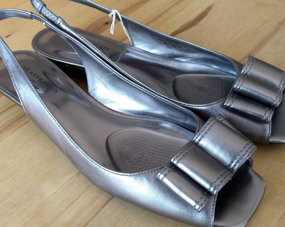 Silver tone Anne Klein Sandals with Bow,Size 10M.