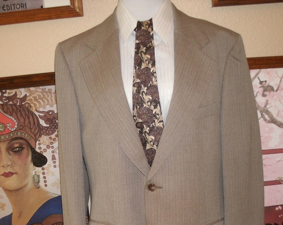 Yves Saint Laurent lovely Beige and Brown Blazer,Made in France,Size 42 R.