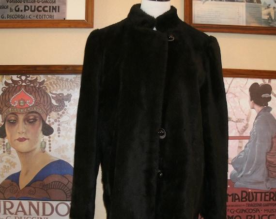 Adorable Black Faux Fur Coat,Two Deep Side Pockets.Size Large