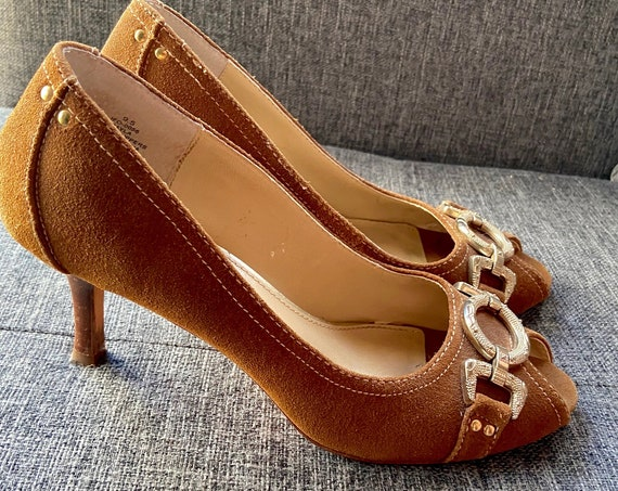 1970s Oscar de la Renta Chestnut Brown Suede  Heels with Gold Metal Accents Size 9.5
