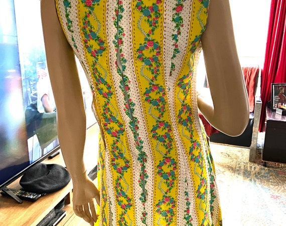 Cute and Bright Vintage 1960s Flowered Yellow and White Shift Dress with Metal Zipper and Button Accents